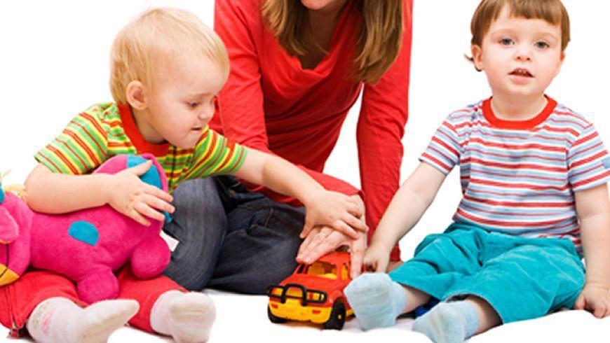 Hvordan overleve en natt med barnevakt