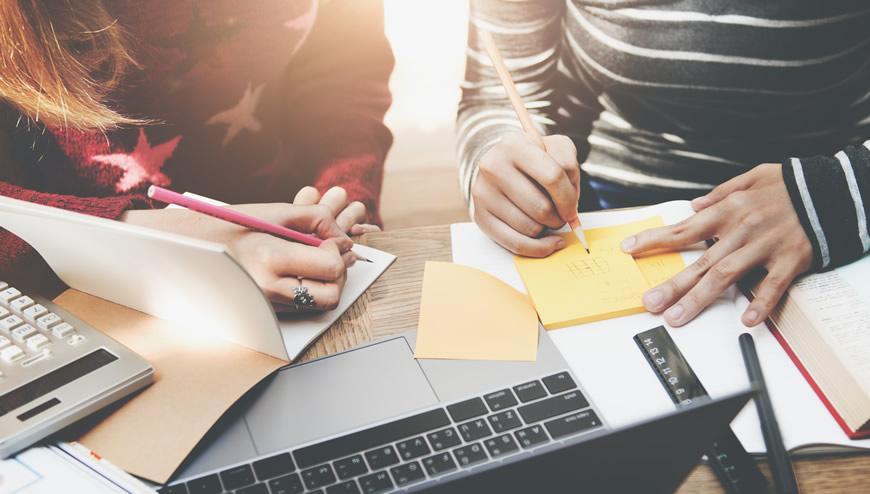 ما هي الأدوات المفيدة لكتابة المقالات الأكاديمية؟